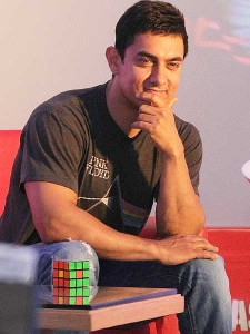aamir_khan_with_rubiks_cube