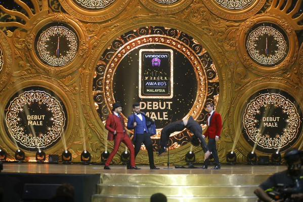 IIFA-Awards-2015-debut-male