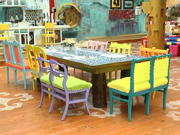 Bigg Boss Nau Dining Table